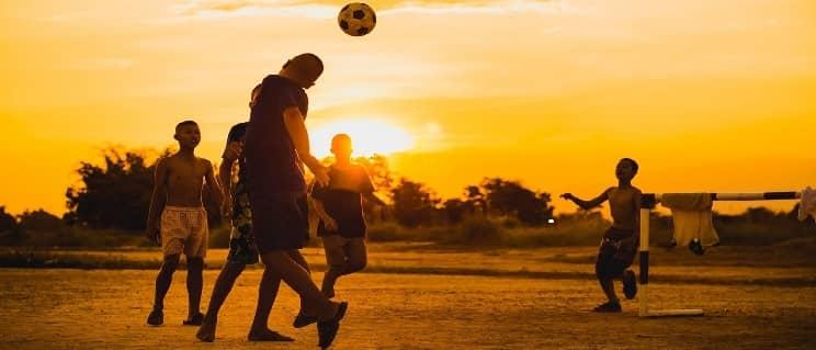 Как хорошо играть в футбол – Бразильские и Европейские футболисты делают это с самого детства и поэтому они лучшие в мире «МКС»